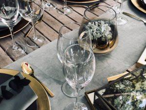 Anstelle von Schnittblumen, nachhaltige Sukkulenten als Tischdekoration verwenden!